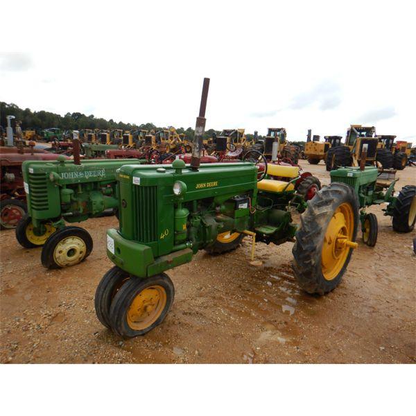 JOHN DEERE 40 Farm Tractor