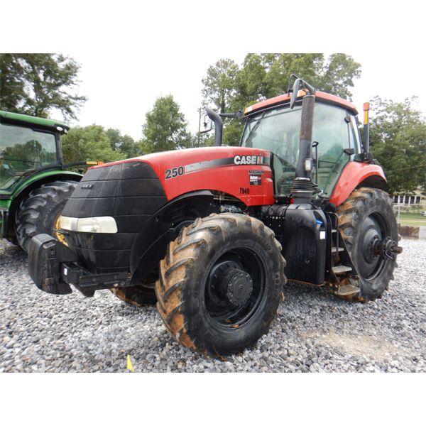 2014 CASE MAGNUM 250 Scraper Tractor