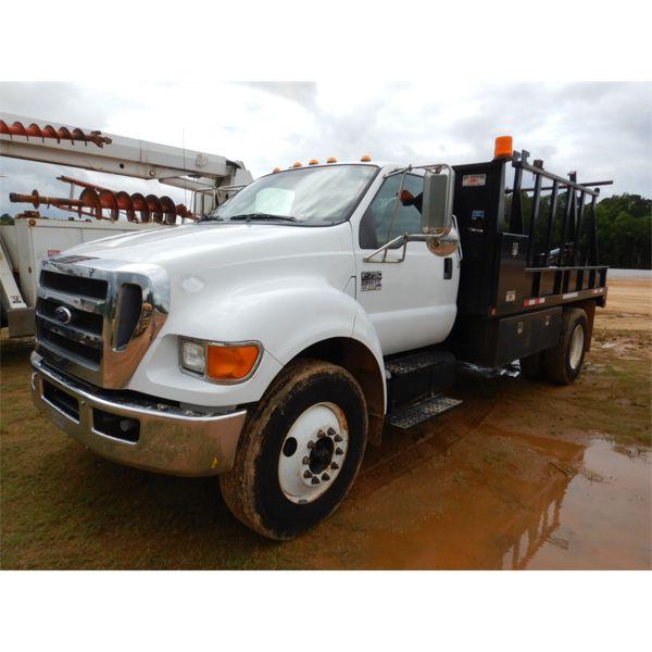2011 FORD F750 Reel  / Tubing Truck