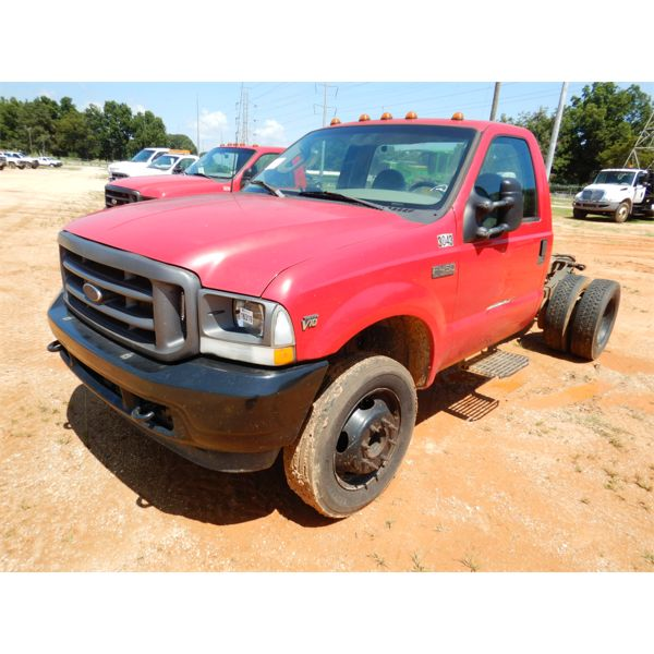 2003 FORD F450 XL Cab and Chassis Truck