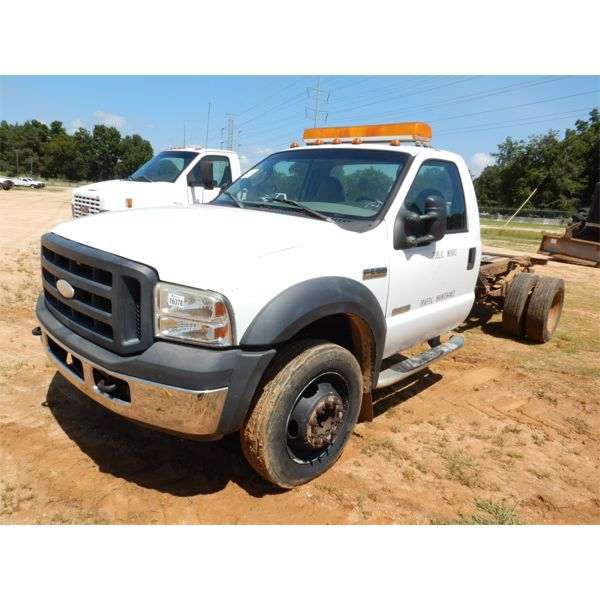 2006 FORD F550 XL Cab and Chassis Truck