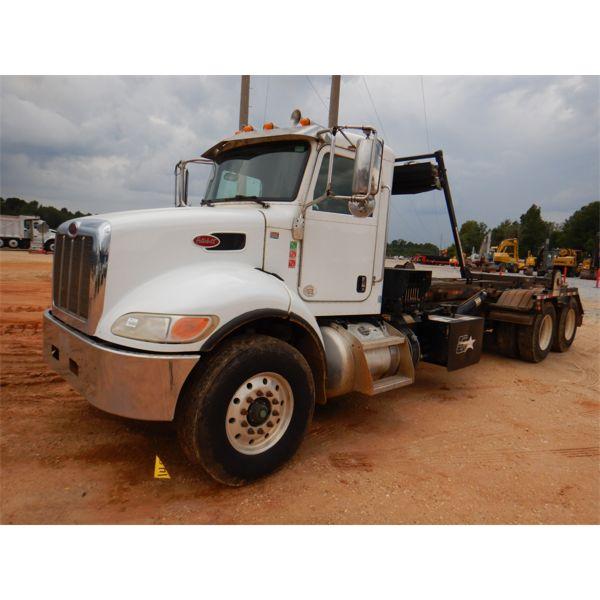 2015 PETERBILT 348 Roll Off Truck