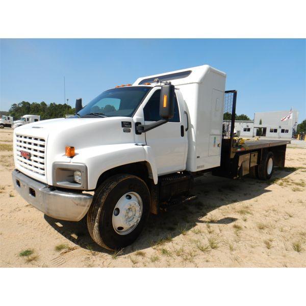 2005 GMC C7500 Flatbed Truck