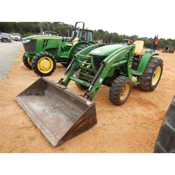 JOHN DEERE 4720 Farm Tractor