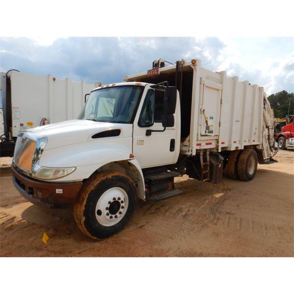 2004 INTERNATIONAL 4300 Garbage / Sanitation Truck
