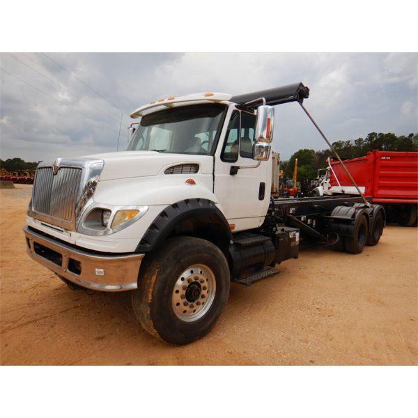 2005 INTERNATIONAL 7600 Roll Off Truck