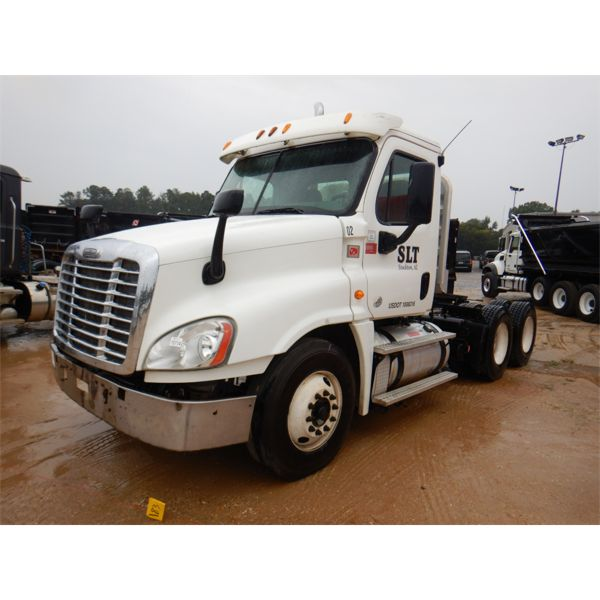 2013 FREIGHTLINER CASCADIA Day Cab Truck