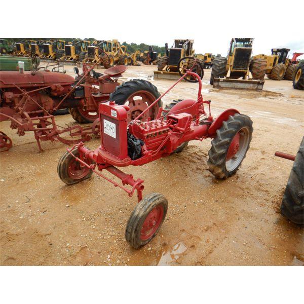 FARMALL CUB Farm Tractor