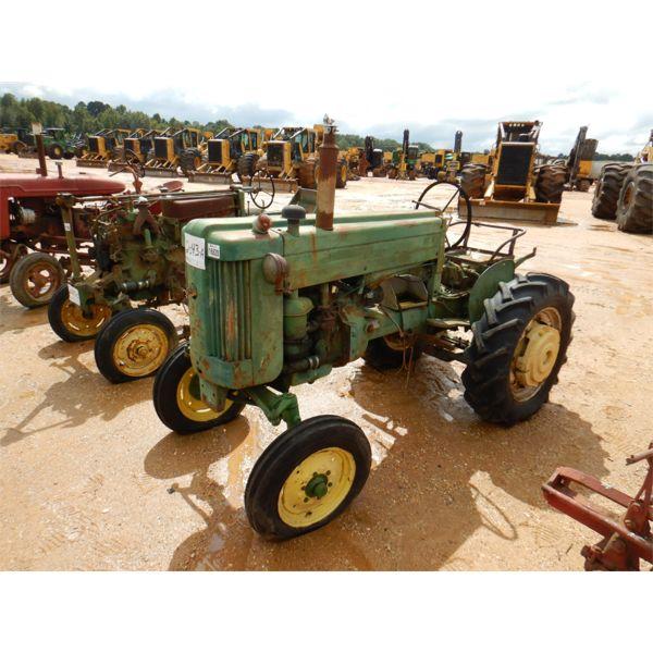 JOHN DEERE 40S Farm Tractor