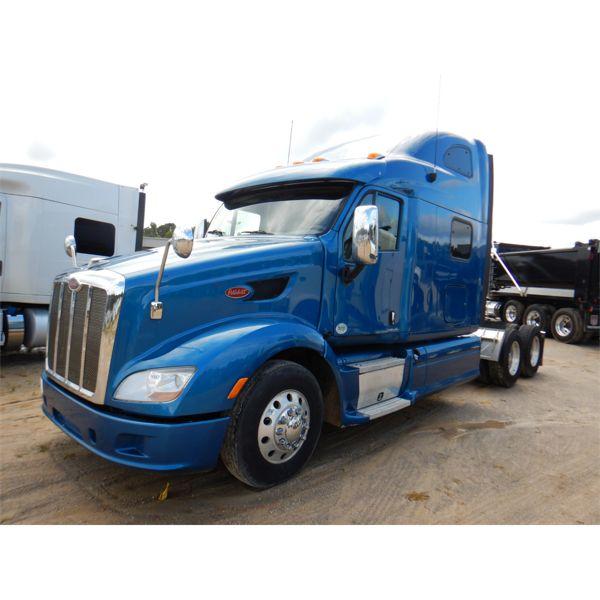 2015 PETERBILT 587 Sleeper Truck