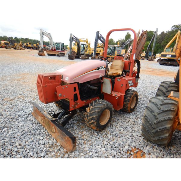 DITCH WITCH RT40 Trencher
