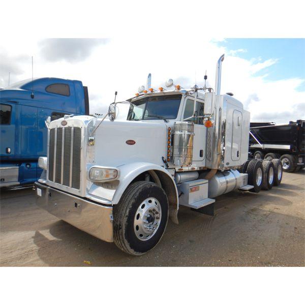 2010 PETERBILT 388 Sleeper Truck
