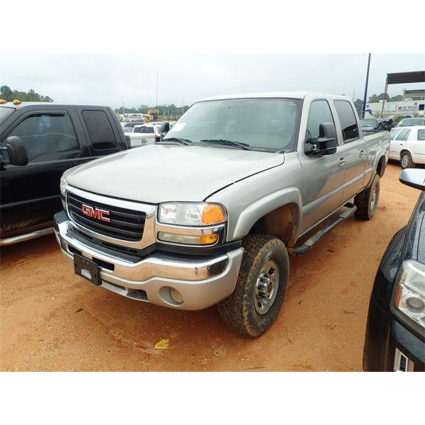 2004 GMC SIERRA LE Pickup Truck