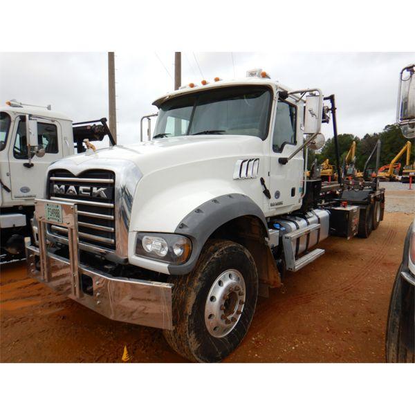 2018 MACK GU713 Roll Off Truck