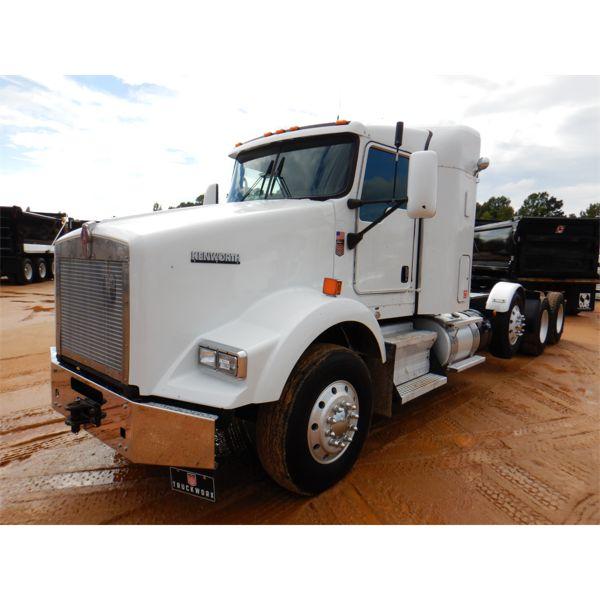 2017 KENWORTH T800 Sleeper Truck