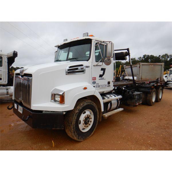2014 WESTERN STAR 4700 Roll Off Truck