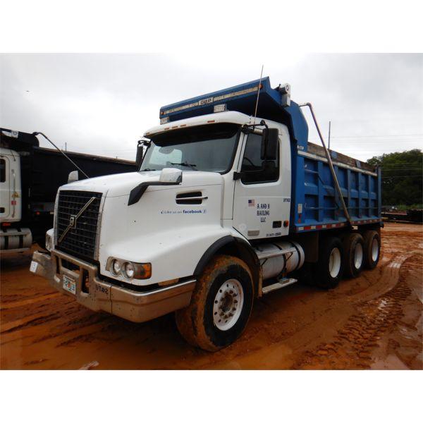 2006 VOLVO  Dump Truck