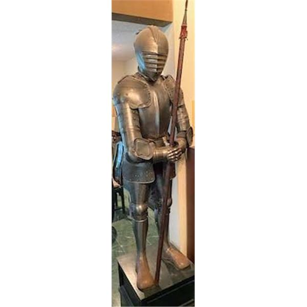 21BG-A315 SUIT OF ARMOUR WITH CLOSED HELM