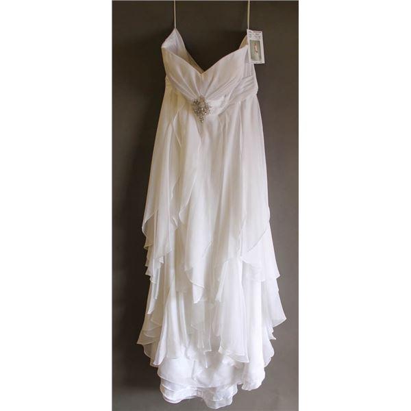WHITE BONNY FORMAL DESIGNER DRESS; SIZE 22