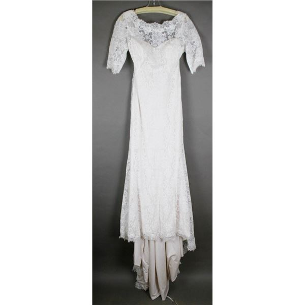 IVORY LACE MAGGIE DESIGNER BRIDAL GOWN; SIZE 14