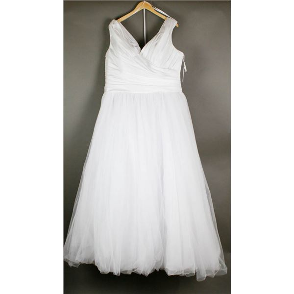 WHITE BONNY PRINCESS STYLE BRIDAL DESIGNER GOWN;