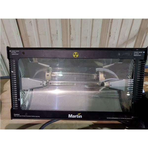 MARTIN ATOMIC 3000 DMX 90 - 120V PROFESSIONAL STAGE LIGHT WITH MARTIN DETONATOR CONTROLLER