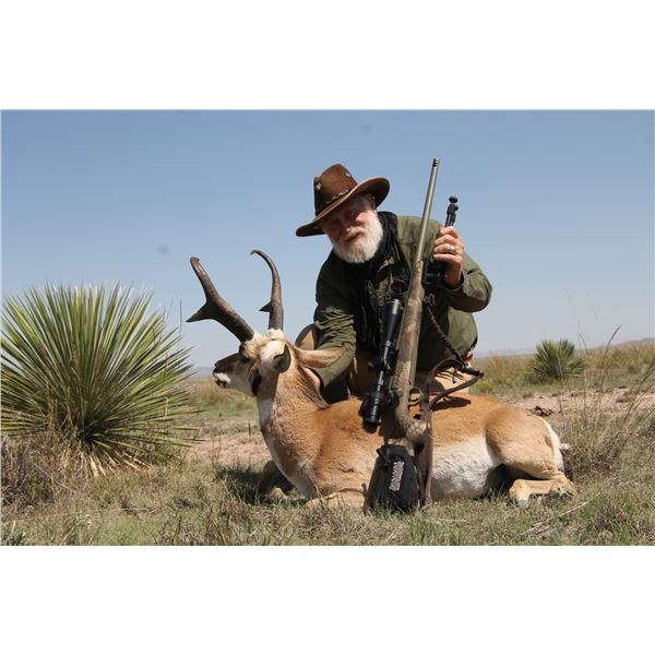 EASON RANCH 3-DAY PRONGHORN HUNT FOR ONE HUNTER ACCOMPANIED BY LARRY WEISHUHN IN NEW MEXICO