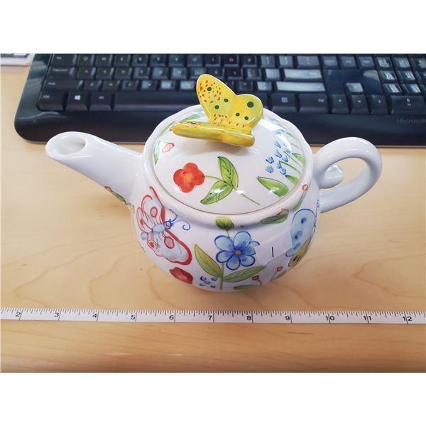 TEA POT W/ BUTTERFLY LID & CUP IN BASE