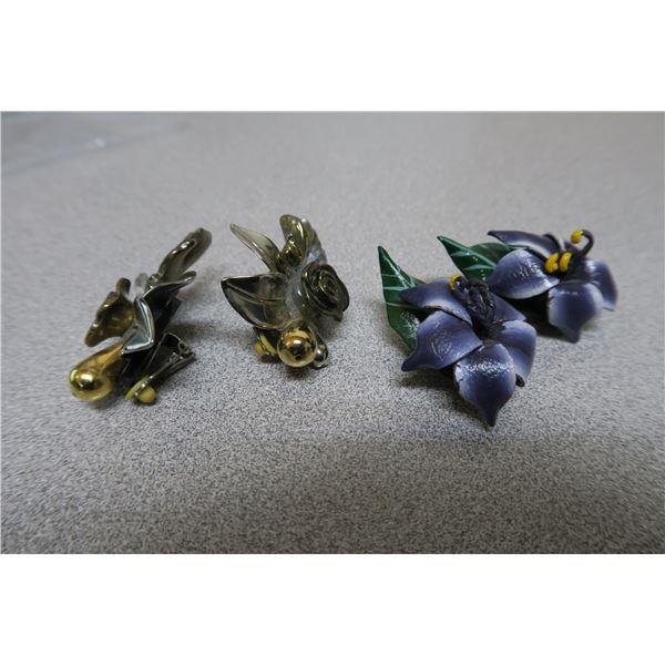 2 Sets of flower earings