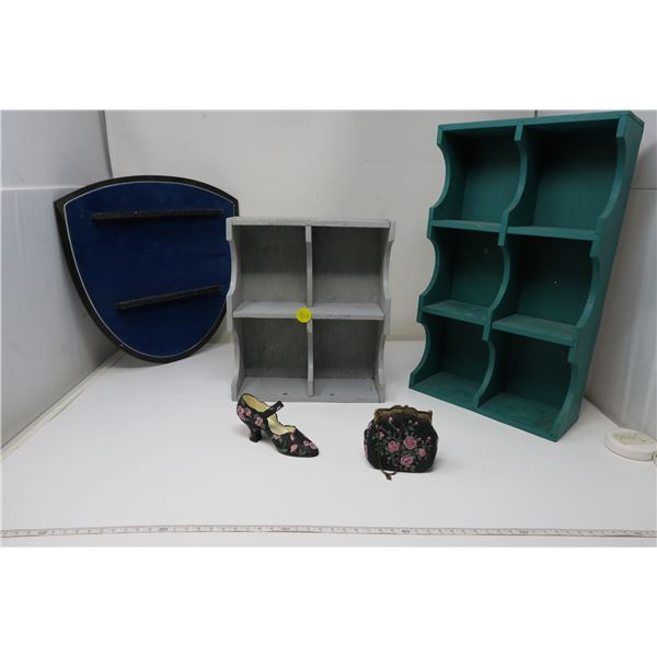 2 Color Shelves and spoon rack and 2 figurines