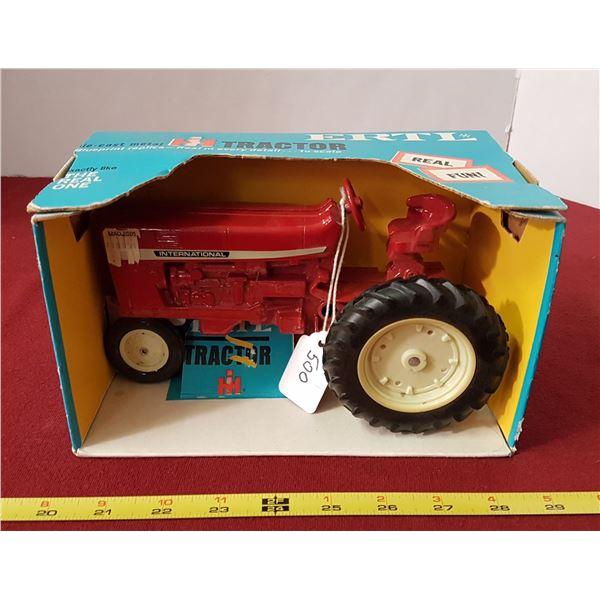 Die Cast International Tractor Model 415
