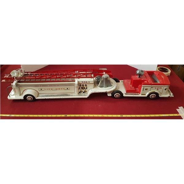 """1950's /60's LUMAR Hook & Ladder Fire Truck 38"""" Long"""