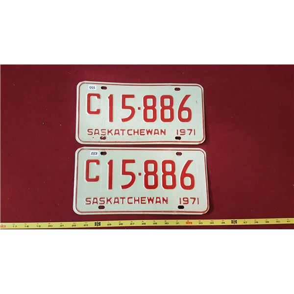 1971 C15.886 Licence Plate Pair