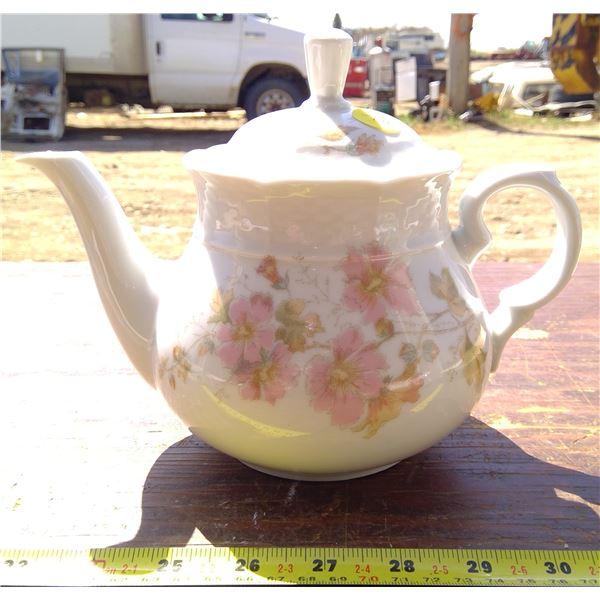 1 Tea Pot - Czechoslovakia