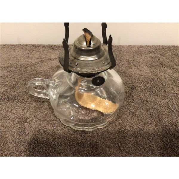 Small vintage oil lamp, no chimney - 2 photos