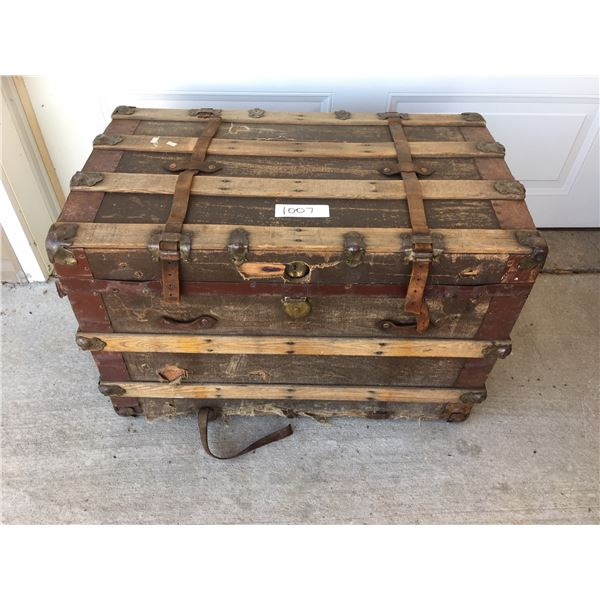 Vintage trunk 34 x 20 x 22 inches