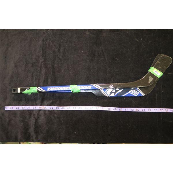 #1128 - Vancouver Canucks Goalie And Player Mini - Sticks (2)
