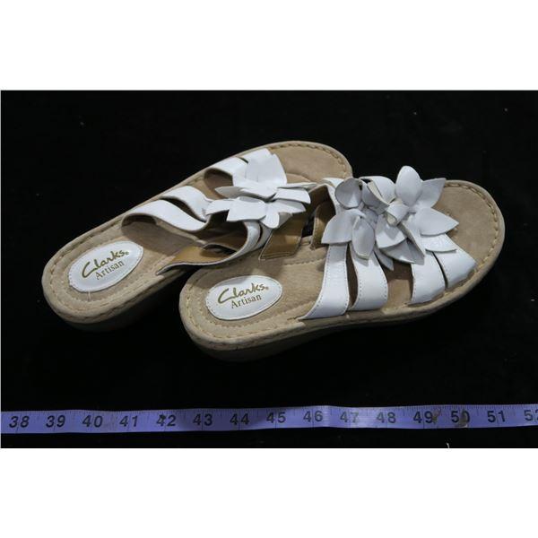 #1271 - Clark's Artisan White Sandals Sz9