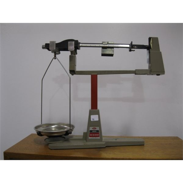 DECKOGRAM SCALE BY OHAUS, 2610 GRAMS