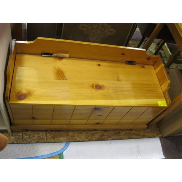 PINE LIFT SEAT BENCH, NEEDS HINGES