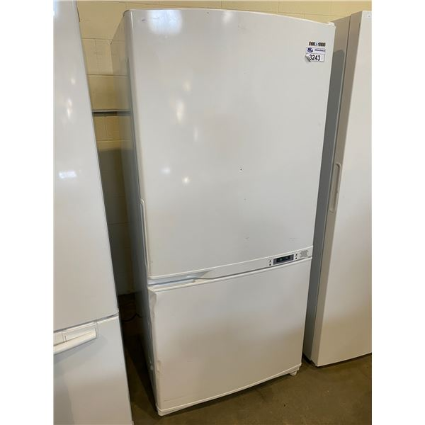 SAMSUNG TOP BOTTOM FRIDGE MODEL RB1855SW VISIBLE DAMAGE