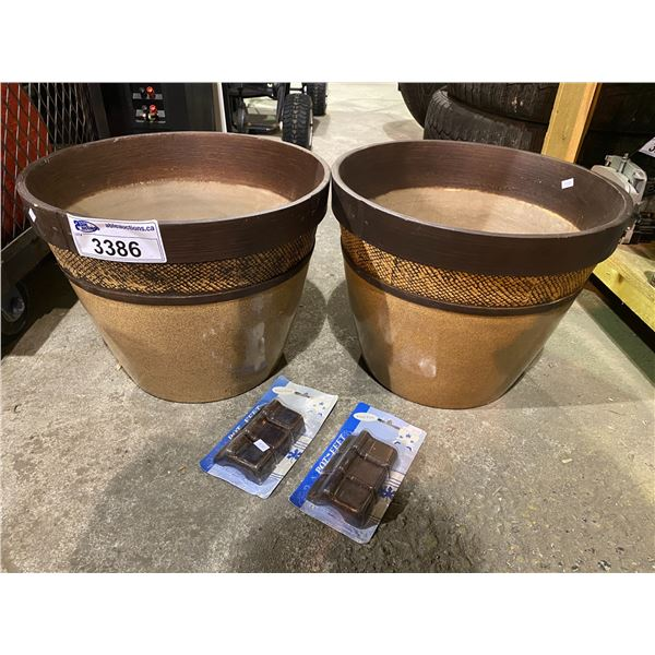 2 NEW FLOWER POTS WITH FEET