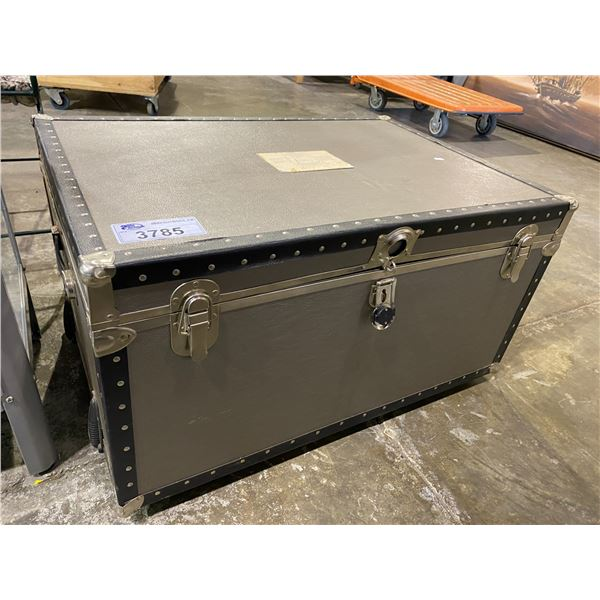 LGB LIMITED EDITION TRUNK 136/400 VISIBLE FLAWS