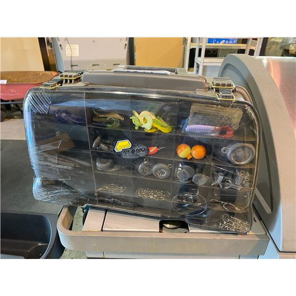 PLANO GUIDE SERIES FISHING TACKLE BOX WITH CONTENTS