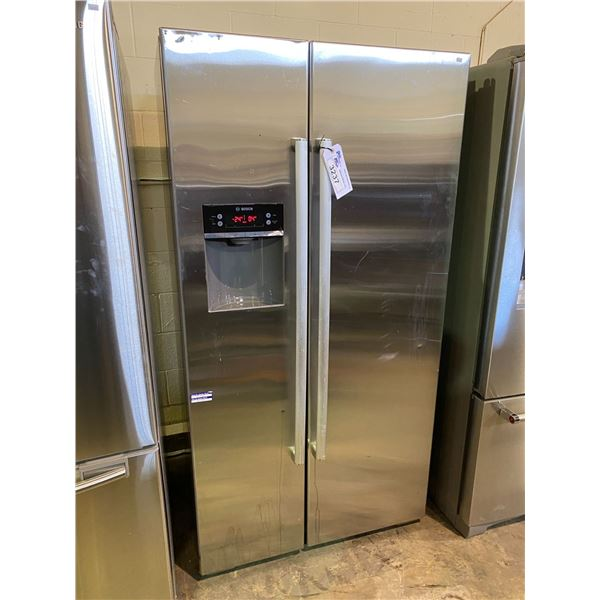 BOSCH SIDE-BY-SIDE FRIDGE VISIBLE DAMAGE, OPEN DOOR ALARM DOES NOT STOP SOLD AS IS