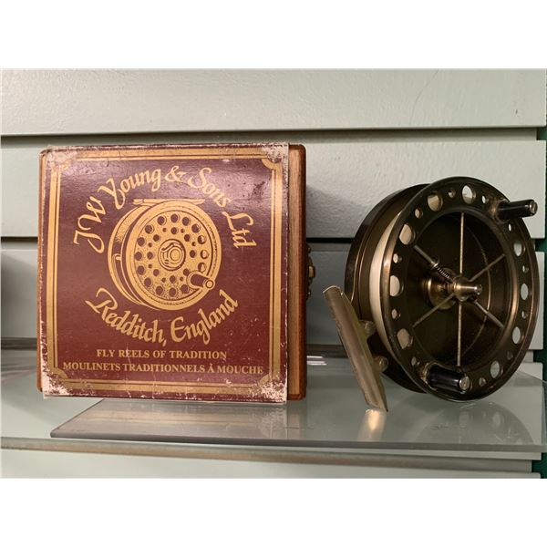 """JW Young & Sons """"Purist"""" 2040 centre pin reel w/original wooden box"""