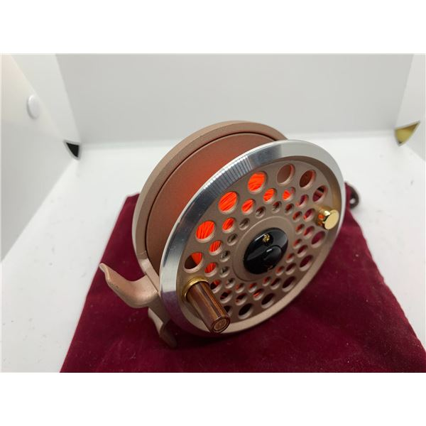 Mitchell 7570 fly reel w/pouch
