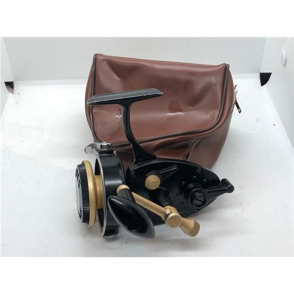 Antique larchmont (airex) spinning reel made in USA w/soft case