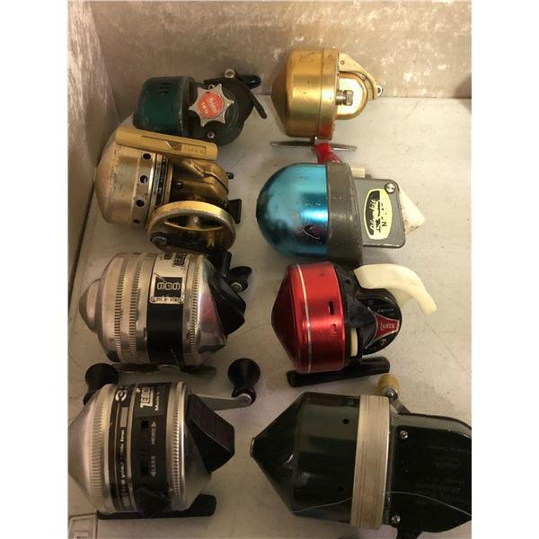 8 assorted vintage casting reels