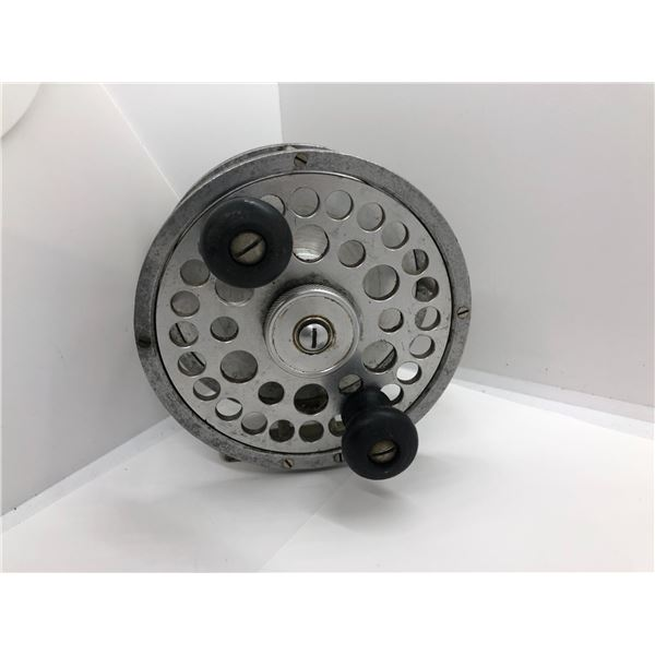 Vintage cast aluminum 4 1/2 in center pin salmon reel - coats aircraft limited Vancouver BC